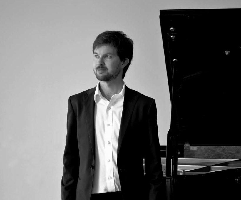 Rencontre avec le pianiste Olivier Claude : entre Brahms et Chopin